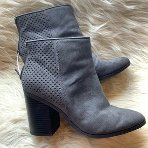 American Eagle size 8.5 Gray Ankle Boots.